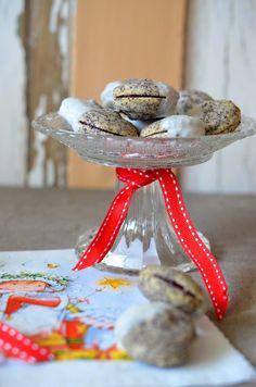 Ich habe noch ein kleines Betthupferl für Euch :) Mohn in Kombination mit Brombeergelee = Lecker! Das Rezept ergibt ca. 90... Marzipan, Nina Klein, Table Decorations, Baking, Blog, Desserts, Projects, Christmas, Poppy
