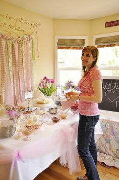 A crepe bar is an easy and delicious thing to serve at a bridal shower. The guests will think you are so fancy and they will love assembling their own crepes. Brunch Party, Easter Brunch, Brunch Wedding, Bridal Shower, Baby Shower, Wedding Showers, Crepe Bar, Bar Drinks, Drink Bar