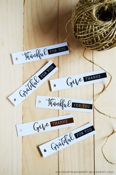 Download the free printable to make your own tags for your Thanksgiving favors or pie flags!