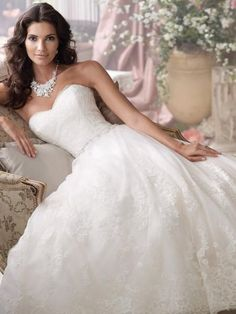 Lace & Tulle Strapless Sweetheart Ballgown with Scalloped Hemline & Detachable Straps