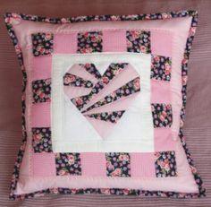 Patchworkový polštář Růžové srdce 40 x 40 cm