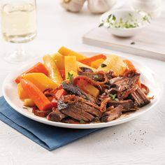 Boeuf à l'érable et oignons caramélisés - 5 ingredients 15 minutes Beef Recipes, Cooking Recipes, Yummy Recipes, Confort Food, Chop Suey, Tex Mex, Pot Roast, Crockpot, Slow Cooker