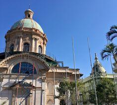 Cúpulas del Panteón Nacional de los héroes y del Palacio Alegre de Asunción-Paraguay