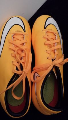 Nike - Size 5.5 youth Soccer cleats. Excellent condition.!