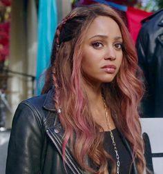 Read Toni e Veronica unem-se para salvar Cheryl! from the story Choni Vanessa Morgan, Blue Hair, Pink Hair, Veronica, Color Fantasia, Riverdale Fashion, Lgbt, Cheryl Blossom, Dye My Hair