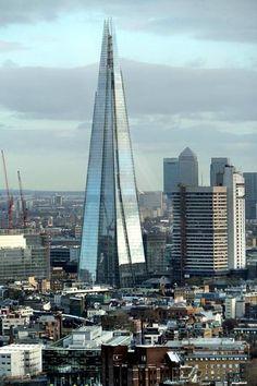 Renzo Piano, The Shard London Bridge Tower, London Famous Buildings, Amazing Buildings, London Architecture, Amazing Architecture, Gothic Architecture, Ancient Architecture, London Bridge, London City, The Shard London