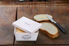 Endelig kommer boksen til å ha smøreskene i, fra Riviera Maison! Vi har ønsket oss sånne i flere år, og nå er de laget i 2 størrelser. H&osla