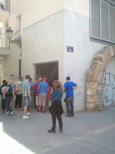 Bajo este edificio de nueva planta se conserva un celler o bodega medieval  #CaminArt #Valencia
