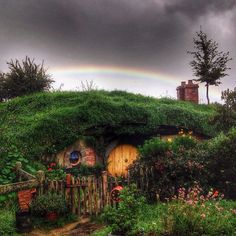 ⌂ Hobbit Homes ⌂ The rain finally stopped today on my last tour just long enough for a rainbow to show up over a hobbit hole in the Dell. Then it rained again. Hobbit Hole, The Hobbit, Casa Dos Hobbits, Hobbit Pictures, Sustainable Architecture, Residential Architecture, Contemporary Architecture, Dubai Skyscraper, Green Building