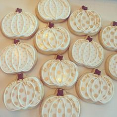 Vintage Gold and cream pumpkin cookies #Gold #Vintagecookies