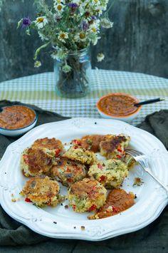 knusprige Couscous-Gemüse-Häppchen mit scharfer Aprikosensalsa Snacks, Falafel, Vegan Dishes, Cauliflower, Chicken, Meat, Vegetables, Recipes, Vegan Recipes For Kids