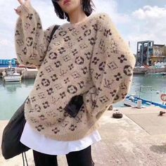 LOUIS VUITTON(ルイヴィトン)プレスビーセーター What I Wore, Fashion Addict, Outfit Of The Day, Cashmere, Street Wear, Menswear, Street Style, Clothes For Women, Sweatshirts