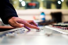Music Production - Live band or wedding DJ? Read this list of pros and cons! - BTV Professional Music Production Software works as a standalone application or with your DAW as a VST or AU plugin (optional). Formation Digital, La Formation, Danse Latino, Theo Parrish, Tv Android, Android Phones, Latin Grammy, Positive Energie, Music Labels