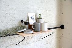 つっぱり棒を見せる収納にするブランド「DRAW A LINE」を紹介します。賃貸で簡単に見せる収納ができます。つっぱり棒メーカー・平安伸銅工業とクリエイティブユニット・TENTのコラボレーション。
