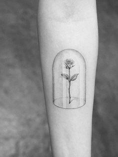 """Sooo schön: Die Rose aus """"Die Schöne und das Biest"""" als Tattoo."""
