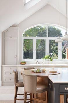 Edwardian Family Home, Barnes Village - Humphrey Munson - Luxury Bespoke Kitchen Bespoke Kitchens, Luxury Kitchens, Home Kitchens, Open Plan Kitchen, New Kitchen, English Kitchens, Design Apartment, Kitchen Cabinet Colors, Ikea