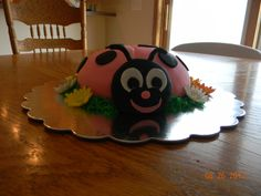 Addy's birthday cake. fondant, fondant/gum paste for daisies, baked cake in a bowl