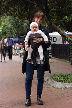 #StreetstyleBogota @Juan P. Lozano Foto: @JuanLozanoBarrero styco.com.co/ http://www.juanplozano.com/walkscapades  Gorgeous mother and too cute daughter