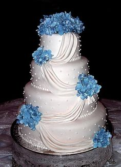White Wedding Cakes Blue Wedding Cake Ideas - A collection of the best wedding cakes that will definitely inspire you. Various styles, decorations, blue hues, and tier numbers are available. Beautiful Wedding Cakes, Gorgeous Cakes, Pretty Cakes, Royal Blue Wedding Cakes, Wedding Blue, Trendy Wedding, Wedding Shoes, Wedding Flowers, Blue Weddings