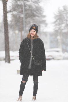 Lumisateessa costume.fi Winter Jackets, Costumes, Fashion, Winter Coats, Moda, Winter Vest Outfits, Dress Up Clothes, Fashion Styles, Fancy Dress