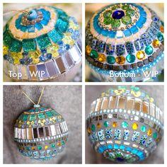 Christmas Mosaics, Mosaic Tiles, Tiling, Stained Glass, Glass Art, Christmas Bulbs, Pottery, Jewels, Stone