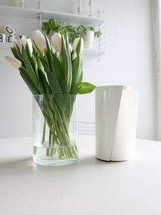 #aikadesign #veto #talouspaperiteline White Tulips, Relax, Vase, Green, Spring, Design, Home Decor, Plants, Decoration Home