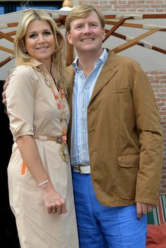 Queen Maxima Photos - King Willem-Alexander of the Netherlands and Queen Maxima of the Netherlands pose during the annual summer photocall at Horsten Estate on July 2013 in Wassenaar, Netherlands. - The Dutch Royal Family Hold Annual Summer Photo Call Dutch Princess, Dutch Queen, Prince And Princess, Prince Harry, King Of Netherlands, Royal Family Portrait, Nassau, Summer Family Photos, Dutch Royalty