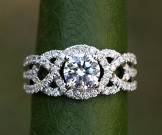 White gold - Diamond Engagement Ring and Wedding band set - Halo - UNIQUE - Thin Swirl - Pave - Weddings- Luxury- Brides - White Gold Diamonds, Round Diamonds, Rose Gold, Buy Diamonds, Yellow Diamond Rings, Diamond Flower, Or Rose, Halo Diamond Engagement Ring, Solitaire Rings