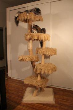 Kratzbaum/ Katzenbaum aus Massivholz/Vollholz und Kunstfell groß