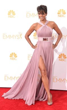 Halle Berry is A+ pure gorgeousness in lavender design by J. Mendel via @YahooTV  #Emmys
