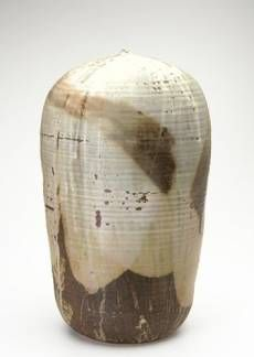 TOSHIKO TAKAEZU Large stoneware Moon Pot covered in lavender, celadon and brown dead-matte glaze, with internal rattle. Ceramic Store, Ceramic Clay, Ceramic Pottery, Japanese Ceramics, Japanese Pottery, Japanese Aesthetic, Japanese Style, Toshiko Takaezu, Beatrice Wood