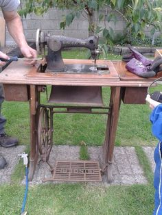Identifying Vintage Sewing Machines  425d9ff420