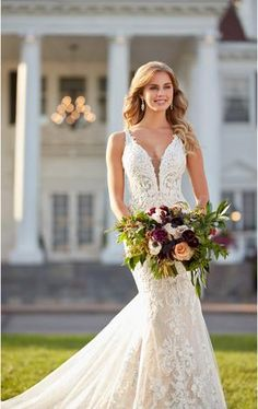 glamorous wedding 1078 Fitted Lace Wedding Dress with Scalloped Train by Martina Liana Princess Wedding Dresses, Best Wedding Dresses, Designer Wedding Dresses, Bridal Dresses, Wedding Gowns, Wedding Blog, Wedding Cakes, Wedding Venues, Bridesmaid Dresses