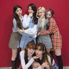 Kpop Girl Groups, Korean Girl Groups, Kpop Girls, Girl Day, New Girl, Loona Kim Lip, Fandom, Brave Girl, Brown Eyed Girls