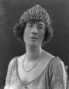 Gladys Cecil Baggallay, wearing this beautiful diamond tiara in this 1921 photo.