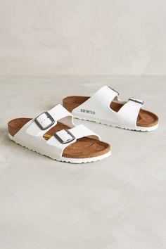 See how others are styling the Birkenstock Arizona Sandals White. Check if your friends own the product and find other recommended products to complete the look. Ugly Shoes, Sock Shoes, Cute Shoes, Me Too Shoes, Shoe Boots, Shoes Sandals, Ankle Boots, Shoe Bag, Heels