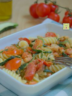 pasta fredda gamberetti zucchine e pomodori