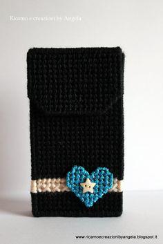 Custodia per cellulare nera con cuore in lamè azzurro fatta a mano, by Ricamo e creazioni by Angela, 10,00 € su misshobby.com