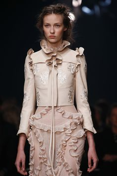 Alexander McQueen Spring 2016 Ready-to-Wear Fashion Show Details #LEATHER #JACKET #SLEEVES
