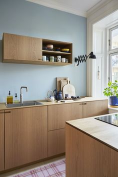 Blue, pink or light yellow? The easiest way to new style in the kitchen is to paint a wall in a nice color. It's fast too! 💙 Kitchen Wall Cabinets, Kitchen Cabinet Colors, Wooden Cabinets, Kitchen Tiles, Kitchen Colors, Kitchen Design, Blue Walls Kitchen, Happy New Home, Scandinavian Kitchen