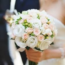 Love this classic bridal bouquet