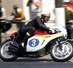 "alfonslx2: ""Hailwood Honda 6.. "" Classic Honda Motorcycles, Honda Bikes, Racing Motorcycles, Vintage Motorcycles, Womens Motorcycle Helmets, Motorcycle Racers, Motorcycle Girls, Gp Moto, Ducati Monster Custom"