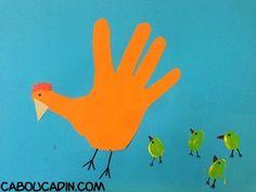 Faire une poule de Pâques avec une empreinte de main découpée
