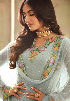 Looking to buy salwar kameez? ✓ Shop the latest dresses from India at Lashkaraa & get a wide range of salwar kameez from party wear to casual salwar suits! Latest Pakistani Suits, Indian Suits, Punjabi Suits, Indian Wear, Salwar Suits, Indian Dresses, Fashion Designer, Indian Designer Wear, Designer Dresses