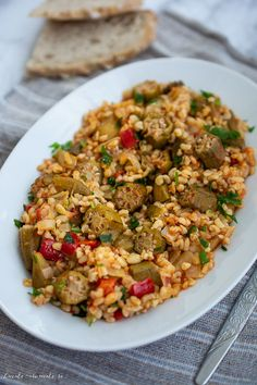 Mâncare de bame cu bulgur Dinner Recipes Easy Quick, Quick Easy Meals, Fried Rice, Baby Food Recipes, Food And Drink, Ethnic Recipes, Gatos, Pie, Romanian Food