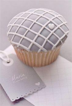 Grey cupcake place setting - Razzle Dazzle Cupcakes