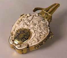 Ivory powder flask with a clock of Francis of Pomerania by Andreas Stahl, 1610-1619, Grünes Gewölbe