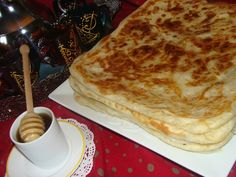 DSC02743 Moroccan Bread, Morrocan Food, Pizza Pastry, Algerian Recipes, Kitchenaid Artisan, Oriental Food, Bread And Pastries, Beignets, Crepes