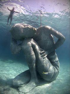 Skulpturen werden zum neuen Lebensraum für Korallen