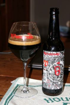 Cerveja Macadame, estilo Russian Imperial Stout, produzida por De Struise, Estados Unidos. 10% ABV de álcool.